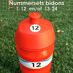 Teamkrat bidons met rugnummers